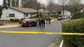Police investigate deadly shooting at Peachtree Corners apartment entrance