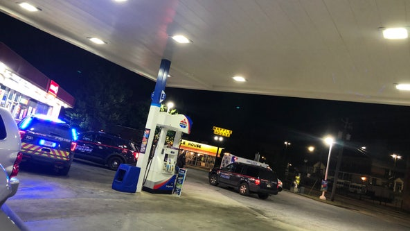 Man stabbed in back while shopping at Atlanta gas station