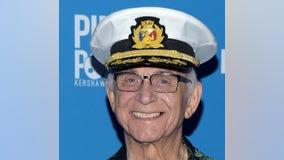'Love Boat' captain Gavin MacLeod dies at 90