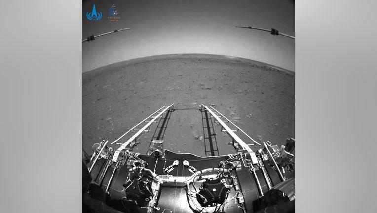 CNSA_Zhuron_Mars_rover_1.jpg