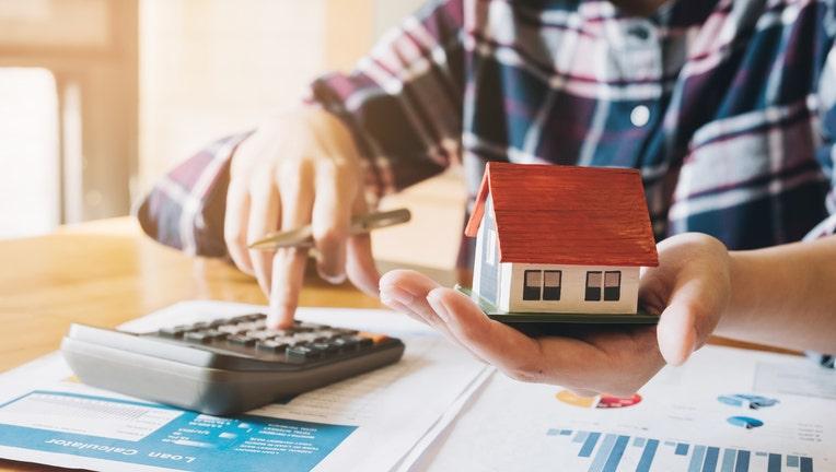 Credible-home-refinance-costs-iStock-1069166766.jpg
