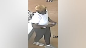Police working to locate man suspected of stealing iPhones from store