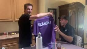 Phoenix Suns fans surprise family with Suns-themed baby reveal
