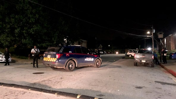 Police: Man killed in double shooting at SW Atlanta apartments