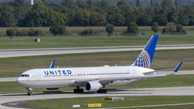 United Airlines lays out employee rules as vaccine requirement looms