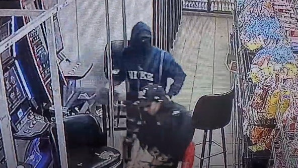 Police work to ID suspects seen stealing cash from gambling machine