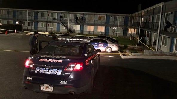 Man injured in Southwest Atlanta apartment parking lot shooting