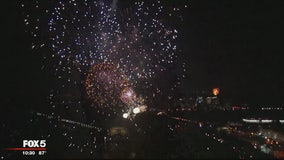Thousands brave the heat for the stunning July Fourth fireworks display on the National Mall