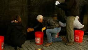 Vice President Mike Pence washes Vietnam Veterans Memorial