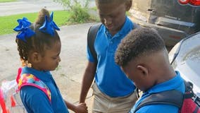 First day of school photo of siblings praying goes viral: 'We pray for everyone'