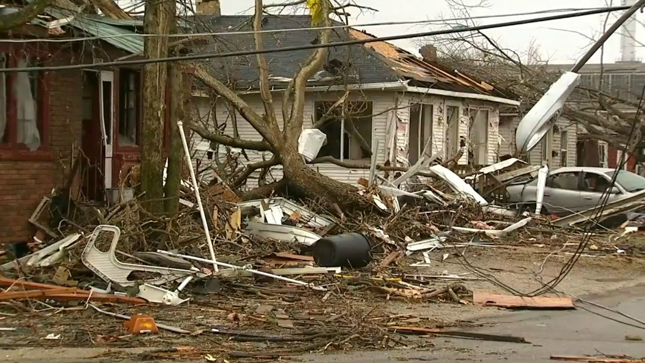 Illinois towns see damage, power outages after deadly ...