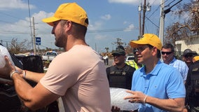 Tim Tebow brings meals, smiles to Irma victims