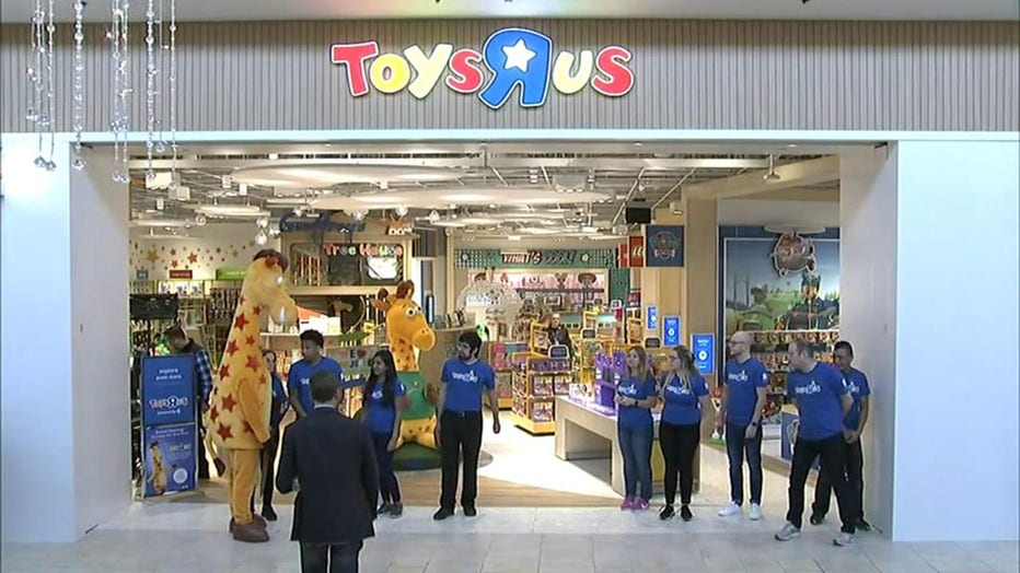 It S Back Toys R Us Reopens Its First Store In New Jersey Fox 5 Dc
