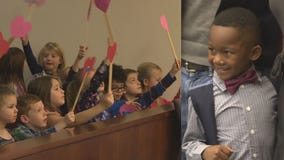 'Not a dry eye': Boy invites entire kindergarten class to witness his adoption hearing