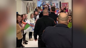 """Students form """"kindness tunnel"""" to thank first responders"""