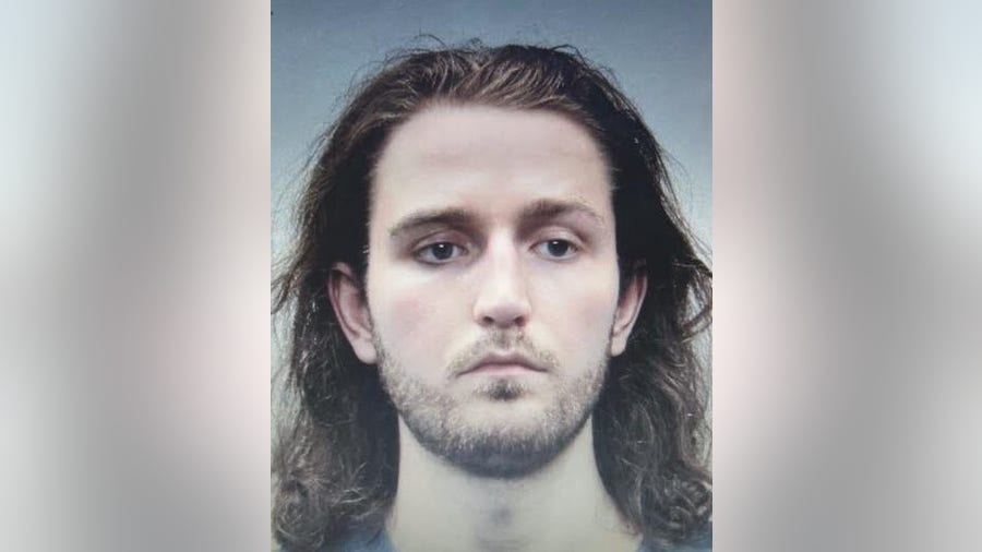 Virginia man turns himself in after officer shot, second suspect killed in Alexandria