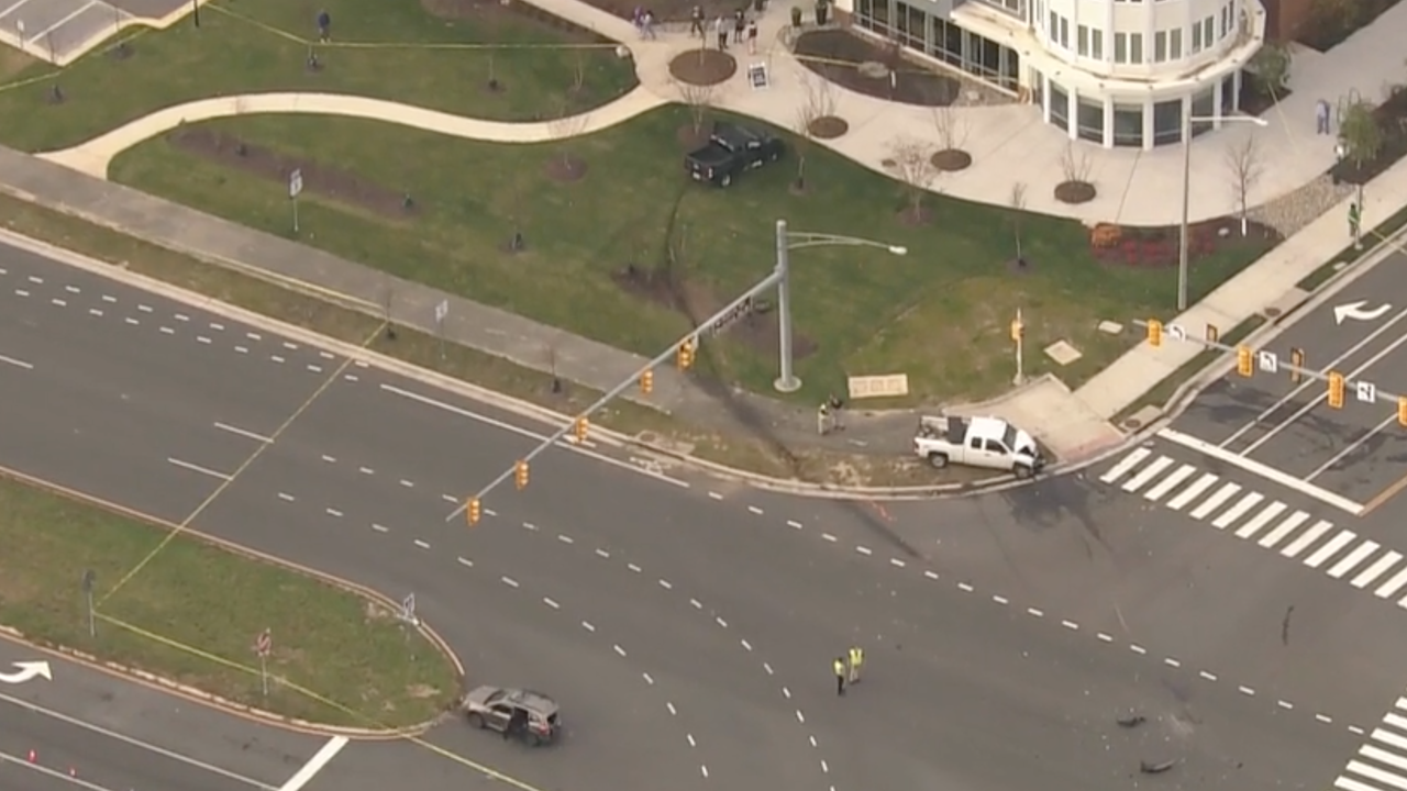 Man killed, 5 others injured in multi-vehicle crash in Fairfax County