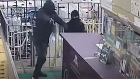 Video: DC police looking for 'persons of interest' in Southeast armed robbery