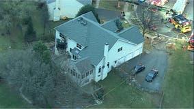 3 injured – including 1 firefighter – in Ashburn blaze