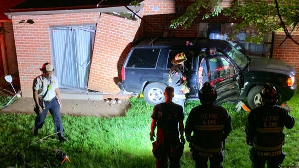 1 person seriously injured after vehicle struck building in Southeast DC