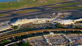 Plane comes to stop in grassy area off runway at Reagan National Airport