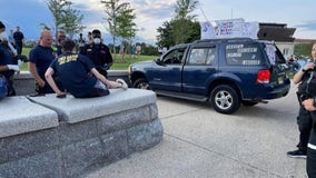 New Jersey man charged after crashing SUV into Washington Monument barrier