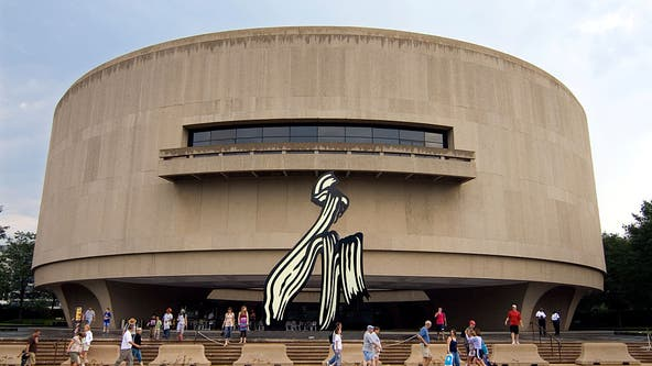 Hirshhorn to wrap iconic building this fall with artwork by internationally renowned artist