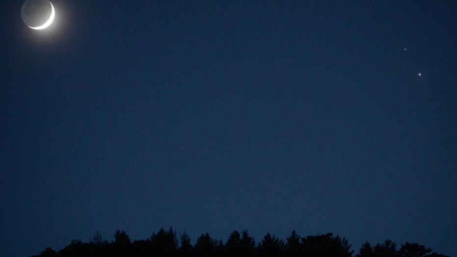Closest Visible Conjunction Of Jupiter and Saturn In Nearly 400 Years Seen In Turkey