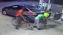 Northeast DC robbery suspects wrestle victim to the ground in video