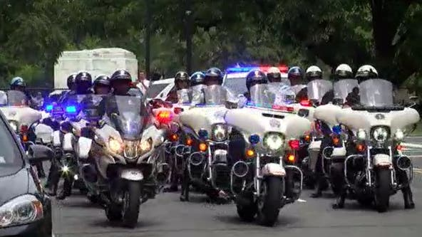 Hundreds of law enforcement officials honor fallen Pentagon officer at DC hospital