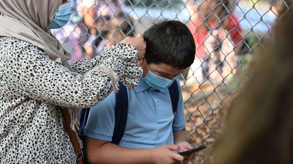 c8e5378f-Student wearing mask