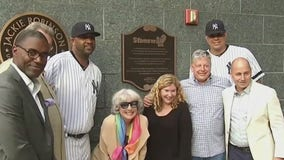 Yankees unveil Stonewall Inn plaque