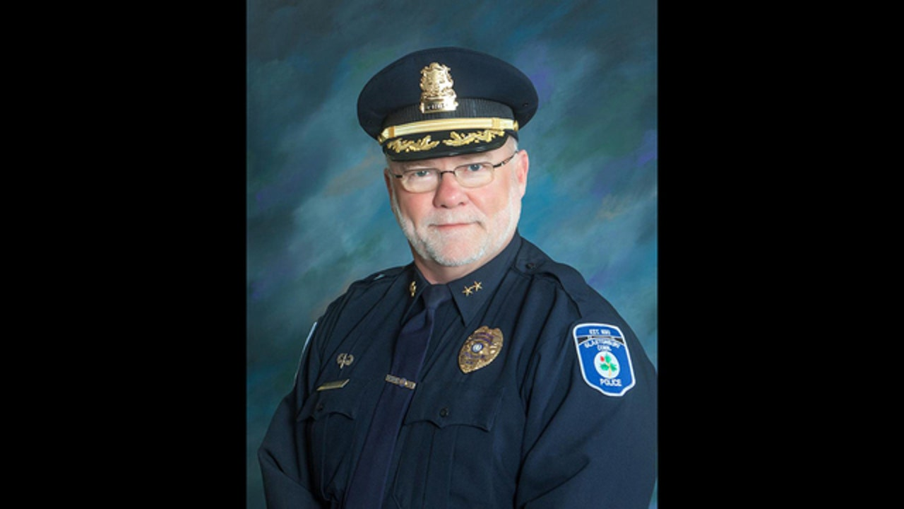 Connecticut police chief to retire over nude women photos