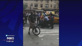 Teens brawl with NYPD officers in Manhattan
