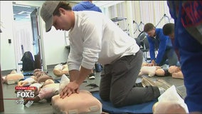 Hofstra student-athletes receive CPR training