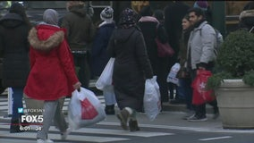 Last-minute Christmas shoppers hit the stores for 'Super Saturday'