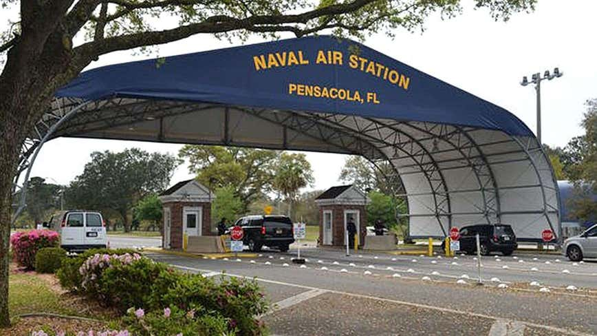 4 dead, including gunman, in shooting at Naval Air Station Pensacola