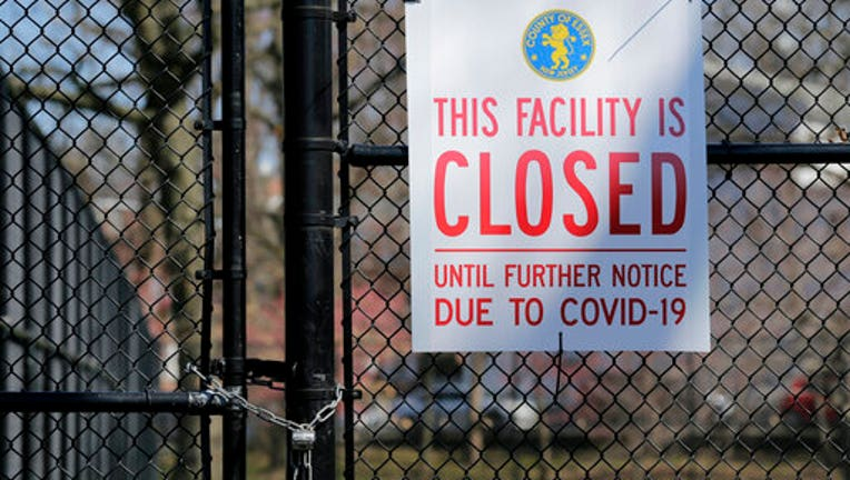 Sign on locked tennis courts