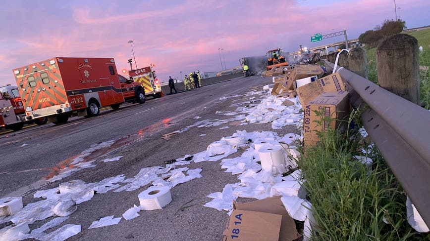 18-wheeler carrying toilet paper crashes in Dallas
