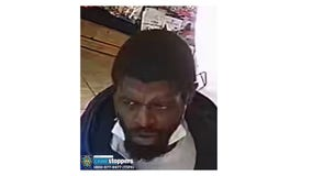 Man steals money out of woman's pocket in Chelsea deli