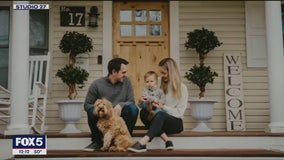 Photographer takes front porch portraits to benefit United Way, police
