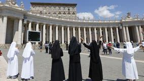 Pope Francis resumes Sunday blessing amid coronavirus pandemic