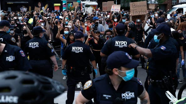 De Blasio pleads for calm as protests resume in NYC