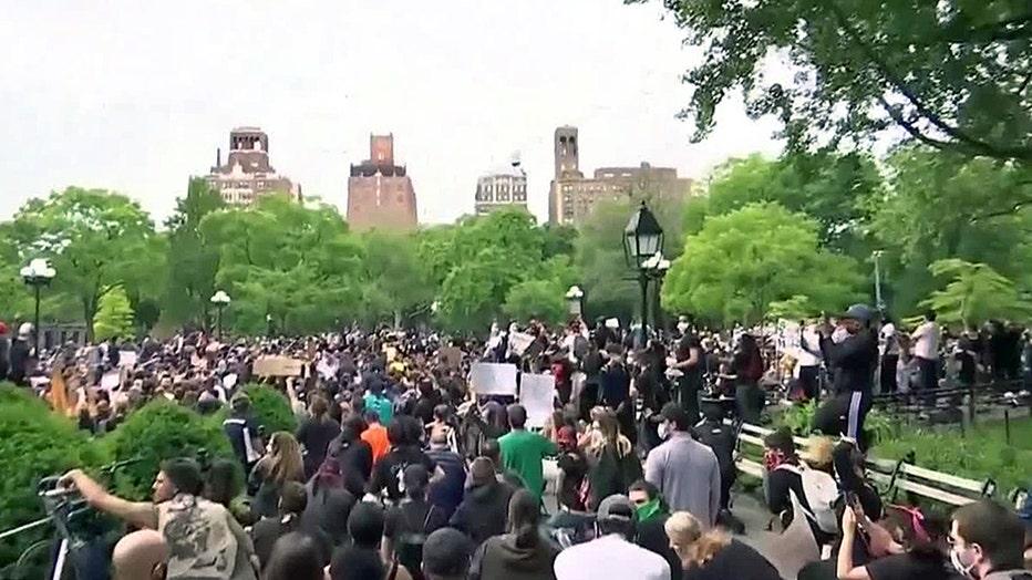 Hundreds of demonstrators in Manhattan