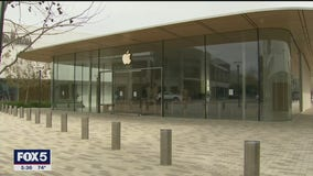 Apple tops $2 trillion