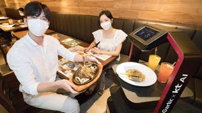 Restaurant replaces servers with robots