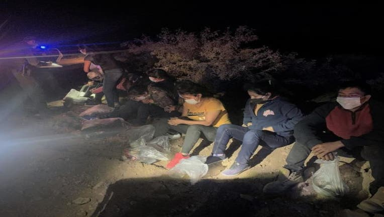 10 migrants arrested in car crossing border