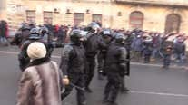 Riot Police Rush at Anti-Putin Protesters in Vladivostok