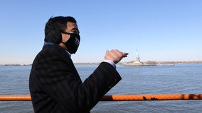 Andrew Yang helps photographer who was attacked on Staten Island Ferry