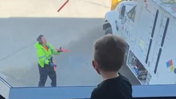 South Dakota Airport employee juggles batons, entertains passengers waiting for flight